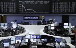 Фондовая биржа Франкфурта-на-Майне. Европейские фондовые рынки открыли сессию среды на отрицательной территории, прервав двухдневный рост, на фоне слабости горнорудного сектора, главным образом, акций Glencore.  REUTERS/Staff/Remote