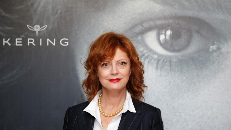 Actress Susan Sarandon poses ahead of a debate ''Kering Women in Motion'' during the 69th Cannes Film Festival in Cannes, France, in this file photo dated May 15, 2016.   REUTERS/Jean-Paul Pelissier