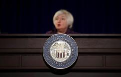 La presidenta de la Fed, Janet Yellen, en una conferencia de prensa en Washington. Mientras los mercados esperan el próximo mensaje de Janet Yellen sobre el rumbo de la política monetaria, la jefa de la Reserva Federal y sus colegas ya tienen uno para los políticos: la economía estadounidense requiere más gasto público para acelerar la marcha. REUTERS/Carlos Barria