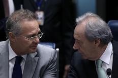 Presidente do Senado, Renan Calheiros, e presidente do Supremo, Ricardo Lewandowski, durante julgamento do impeachment da presidente afastada Dilma Rousseff. 25/08/2016 REUTERS/Ueslei Marcelino