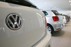 Volkswagen devrait annoncer ce jeudi un accord de principe sur l'indemnisation de 650 concessionnaires aux Etats-Unis dans le cadre du scandale des émissions polluantes de ses véhicules diesel. /Photo d'archives/REUTERS/Arnd Wiegmann