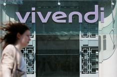 Vivendi a annoncé jeudi le lancement d'un plan d'économies de 300 millions d'euros chez Canal+ France dont les pertes se sont aggravées au premier semestre, ce qui a pesé sur l'ensemble des résultats du groupe dirigé par Vincent Bolloré. /Photo d'archives/REUTERS/Gonzalo Fuentes