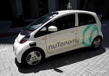 Беспилотное такси nuTonomy в Сингапуре 25 августа 2016 года. Первые самоуправляемые такси появились в четверг на улицах Сингапура, начав работу в рамках эксперимента. REUTERS/Edgar Su