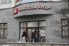 Отделение банка Хоум кредит в Москве. 29 февраля 2016 года. Российский Хоум кредит энд финанс банк, специализирующийся на потребкредитовании, получил в первом полугодии 2016 годачистую прибыль в размере 1,7 миллиарда рублей против 8,8 миллиарда рублей убытка за аналогичный период прошлого года, сообщил банк в отчетности по международным стандартам. REUTERS/Grigory Dukor