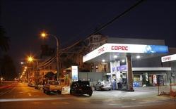 Una gasolinera de la empresa Copec, en Valparaíso, Chile. 12 de enero de 2015. El grupo industrial chileno Empresas Copec dijo el lunes que acordó adquirir el negocio de estaciones de servicios de combustible de la estadounidense Delek US Holdings, en una operación valorada en unos 535 millones de dólares. REUTERS/Rodrigo Garrido