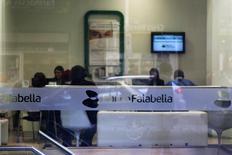La oficina de una sucursal de Banco Falabella en el centro de Santiago. 25 de agosto de 2014. La utilidad de la banca chilena anotó una caída interanual del 7,4 por ciento entre enero y julio, debido a mayores gastos en provisiones y una disminución de los préstamos, en medio del débil desempeño de la economía, dijo el miércoles el regulador local.REUTERS/Ivan Alvarado