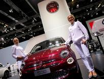 L'Allemagne a écrit à la Commission européenne pour accuser Fiat Chrysler Automobiles d'avoir installé un dispositif illégal sur les moteurs diesel de certains de ses modèles. /Photo d'archives/REUTERS/Kai Pfaffenbach