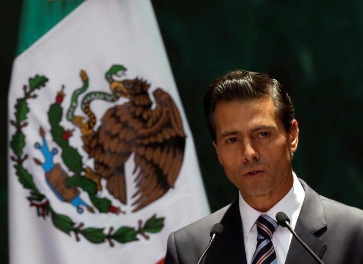 Mexico's President Enrique Pena Nieto gives a speech next to Paraguay's President Horacio Manuel Cartes Jara (not pictured) during an official welcoming ceremony, at the National Palace in Mexico City, Mexico August 26, 2016. REUTERS/Henry Romero