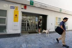 El paro registrado en España repuntó en agosto tras cinco meses de descenso y haber tocado en julio su nivel más bajo en siete años. En la foto, una oficina de empleo en Sevilla el 2 de junio de 2016. REUTERS/Marcelo del Pozo