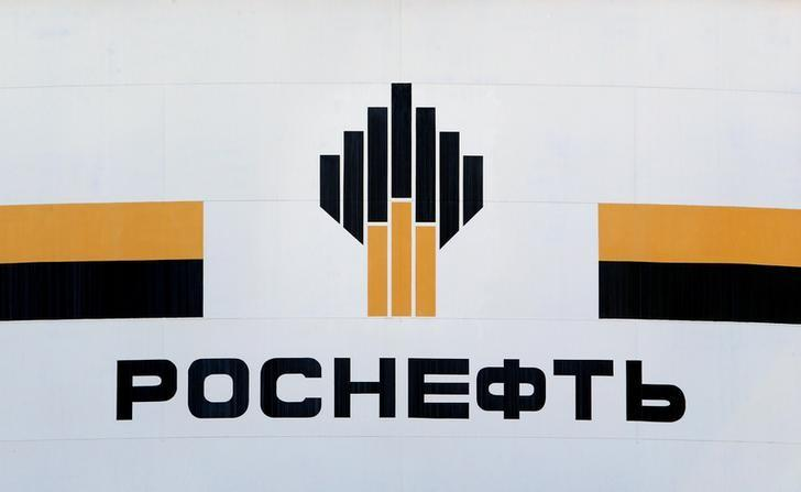 The logo of Russia's Rosneft oil company is pictured at the central processing facility of the Rosneft-owned Priobskoye oil field outside the West Siberian city of Nefteyugansk, Russia, August 4, 2016. Picture taken August 4, 2016. REUTERS/Sergei Karpukhin