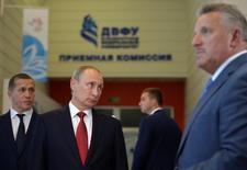 El presidente ruso Vladimir Putin durante un foro económico en Vladivostok, Rusia. 2 de septiembre de 2016. El presidente ruso, Vladimir Putin, dijo que un pacto entre los exportadores de petróleo para congelar la producción sería la decisión correcta para el mercado global y que Irán debería comprometerse para alcanzar un acuerdo. Sputnik/Kremlin/Alexei Druzhinin/via REUTERS