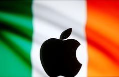 Le gouvernement de coalition irlandais a convenu vendredi, grâce au soutien des membres indépendants du cabinet, de faire appel de la décision de la Commission européenne de réclamer à Apple le remboursement à l'Irlande de 13 milliards d'euros d'impôts impayés. /Photo prise le 2 septembre 2016 REUTERS/Dado Ruvic/Illustration