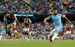 Manchester City's Sergio Aguero misses a chance to score. Manchester City v West Ham United - Premier League - Etihad Stadium - 28/8/16. Reuters / Darren Staples Livepic