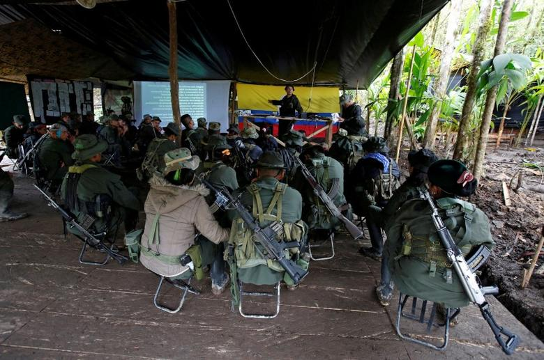 Members of the 51st Front of the Revolutionary Armed Forces of Colombia (FARC) listen to a lecture on the peace process between the Colombian government and their force at a camp in Cordillera Oriental, Colombia, August 16, 2016.  REUTERS/John Vizcaino
