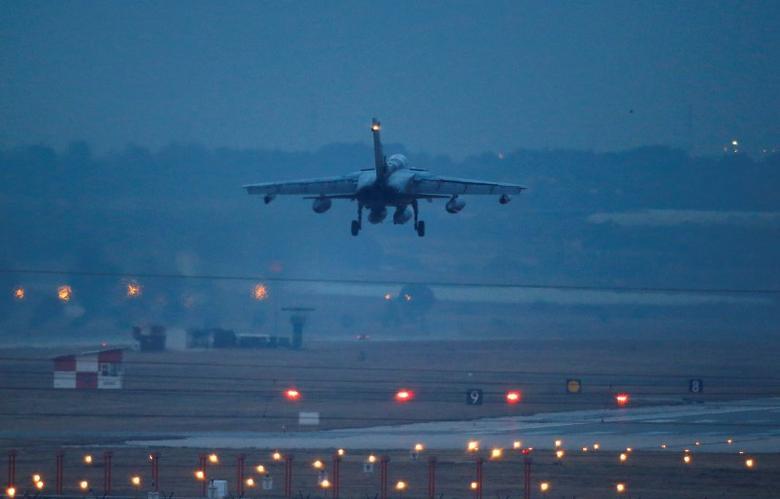 A German air force Tornado jet lands at an airbase in Incirlik, Turkey, December 10, 2015.  REUTERS/Umit Bektas