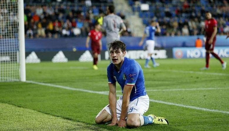Football - Italy v Portugal - UEFA European Under 21 Championship - Czech Republic 2015 - Group B - City Stadium, Uherske Hradiste, Czech Republic - 21/6/15Italy's Andrea Belotti looks dejected Action Images via Reuters / Carl RecineLivepic