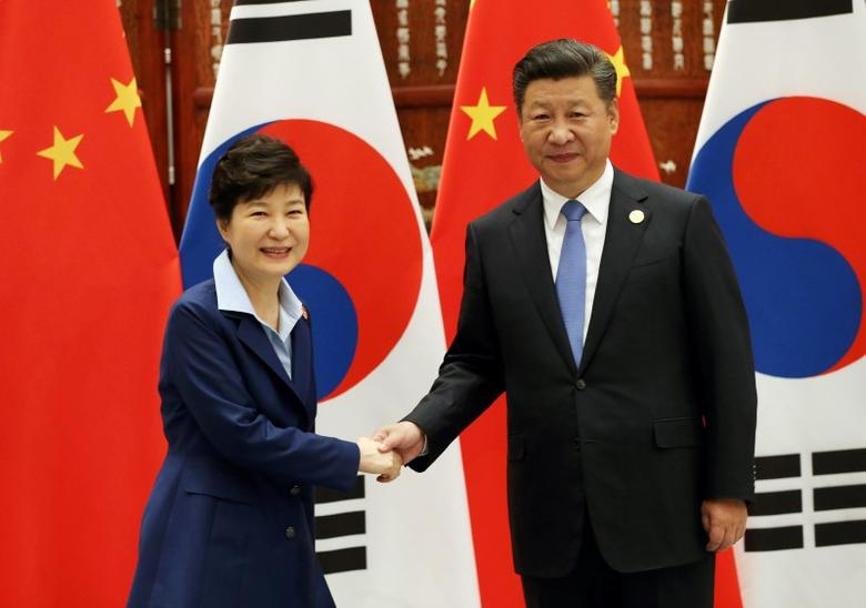 South Korean President Park Geun-hye (L) shakes hands with Chinese President Xi Jinping during their meeting on the sidelines of the G20 Summit at the West Lake State Guest House in Hangzhou, China, September 5, 2016. REUTERS/How Hwee Young/Pool