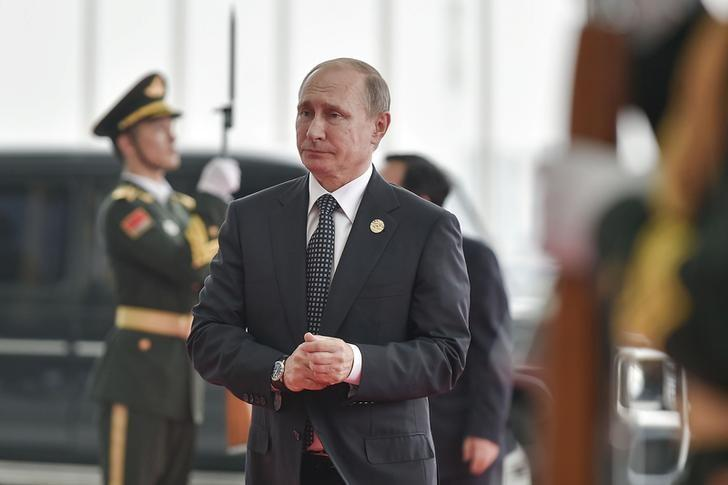 President Vladimir Putin (C) of Russia  arrives to attend the G20 Summit in Hangzhou, Zhejiang province, China, September 4, 2016. Picture taken September 4, 2016. REUTERS/Etienne Oliveau/Pool