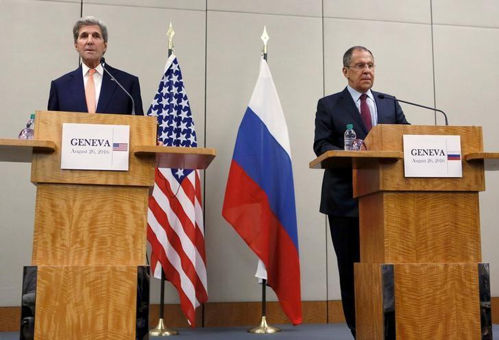U.S. Secretary of State John Kerry (L) and Russian Foreign Minister Sergei Lavrov attend a news conference after a meeting on Syria in Geneva, Switzerland, August 26, 2016. REUTERS/Pierre Albouy/Files