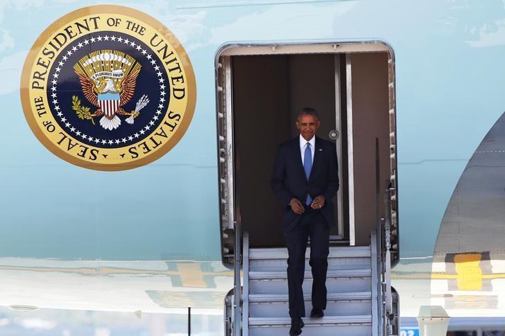 U.S. President Barack Obama arrives at Hangzhou Xiaoshan international airport before the G20 Summit in Hangzhou, Zhejiang province, China September 3, 2016. REUTERS/Damir Sagolj