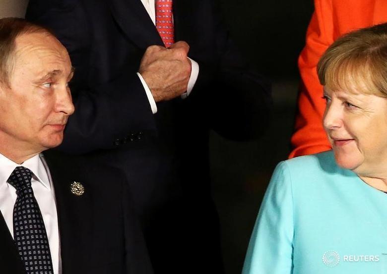 Russian President Vladimir Putin and German Chancellor Angela Merkel react at the G20 Summit in Hangzhou, Zhejiang province, China September 4, 2016. REUTERS/Damir Sagolj