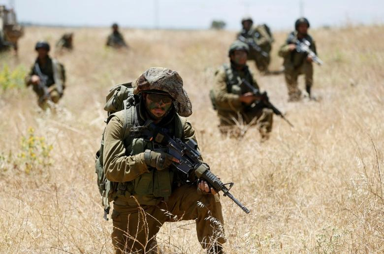 Israeli soldiers from the 605 Combat Engineering Corps battalion take part in a training session on the Israeli side of the border between Syria and the Israeli-occupied Golan Heights June 1, 2016. REUTERS/Baz Ratner/File Photo