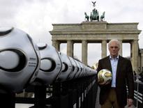Ex-jogador Franz Beckenbauer durante evento em Berlim.    18/04/2006       REUTERS/Tobias Schwarz/File Photo