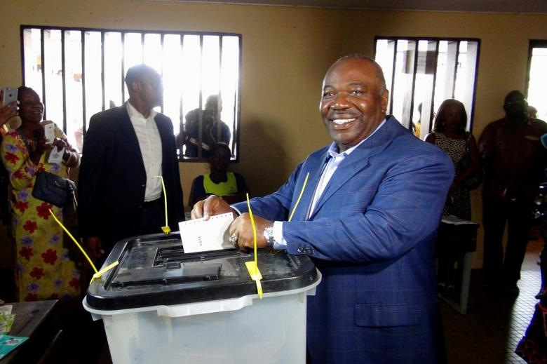 Gabon's President Ali Bongo Ondimba votes during the presidential election in Libreville, Gabon, August 27, 2016. REUTERS/Gerauds Wilfried Obangome