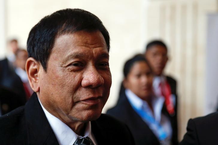 Philippines President Rodrigo Duterte walks between meetings at the ASEAN Summit in Vientiane, Laos September 7, 2016.  REUTERS/Jorge Silva