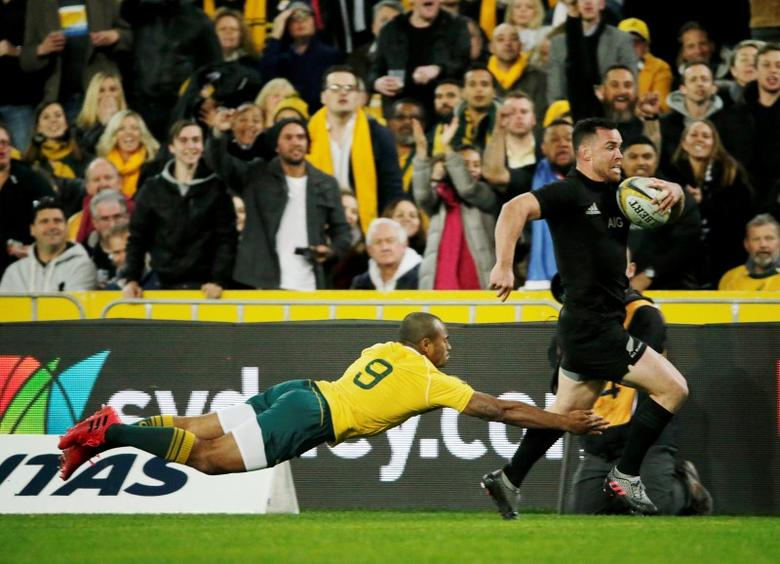 Australia Rugby Union - Bledisloe Cup - Australia's Wallabies v New Zealand All Blacks - Olympic Stadium, Sydney, Australia - 20/8/16  New Zealand's centre Ryan Crotty scores the first try as Australia's Will Genia attempts to tackle.  REUTERS/Jason Reed