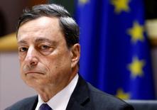 Como esperaba el mercado, el Banco Central Europeo (BCE) mantuvo el jueves los tipos de interés de la eurozona en los mínimos históricos actuales. En la imagen, el presidente del BCE, Mario Draghi, antes de comparecer ante el Parlamento Europeo en Bruselas. REUTERS/Francois Lenoir/File Photo