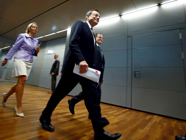 European Central Bank (ECB) President Mario Draghi arrives for a news conference at the ECB headquarters in Frankfurt, Germany September 8, 2016. REUTERS/Ralph Orlowski