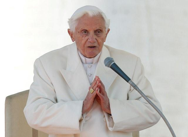 Pope Benedict XVI finishes his last general audience in St Peter's Square at the Vatican February 27, 2013. REUTERS/Alessandro Bianchi/File Photo