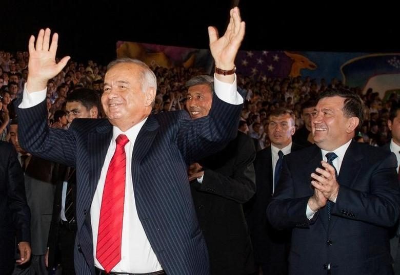 Uzbekistan's President Islam Karimov (L) dances as Prime Minister Shavkat Mirziyoyev applauds next to him during Independence Day celebrations in Tashkent, Uzbekistan, August 31, 2007. REUTERS/Shamil Zhumatov/File photo