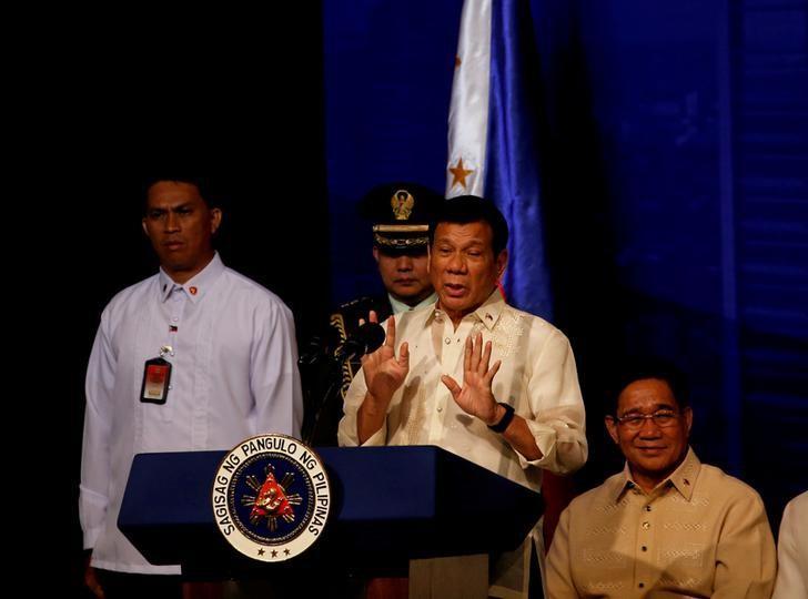 Philippines President Rodrigo Duterte speaks to members of the Filipino community in Jakarta, Indonesia September 9, 2016.   REUTERS/Darren Whiteside