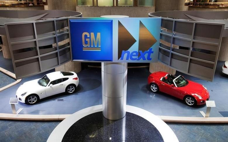Cars are seen on display inside the General Motors Corp world headquarters in downtown in Detroit, May 28, 2009.  REUTERS/Mark Blinch/Files