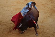 "Spanish bullfighter Cayetano Rivera performs a pass to a bull during a ""Corrida Goyesca"" bullfight in Ronda, southern Spain September 10, 2016. REUTERS/Jon Nazca"