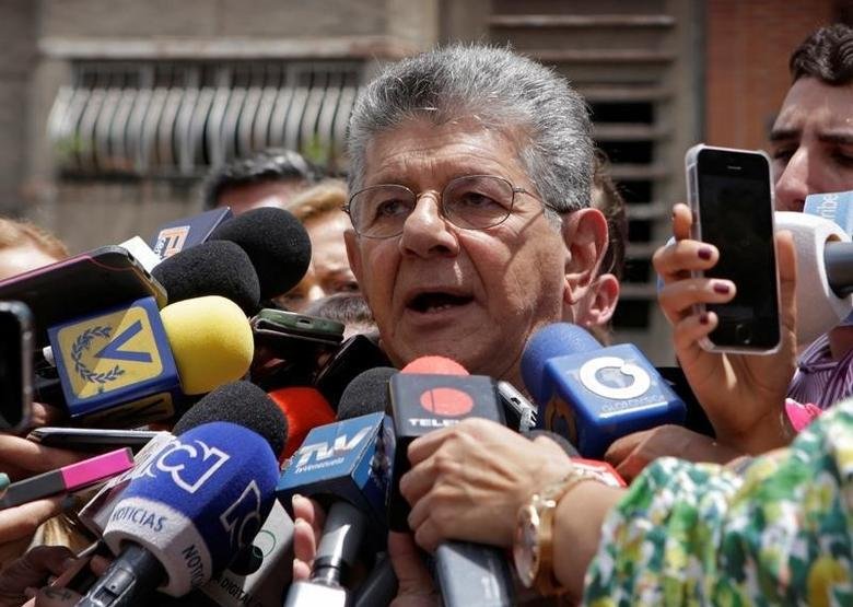 Henry Ramos Allup, President of the National Assembly and deputy of the Venezuelan coalition of opposition parties (MUD), speaks to the media next to supporters (not pictured) in Caracas, Venezuela September 9, 2016. REUTERS/Henry Romero