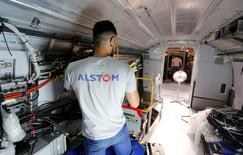 """Dans le """"Grand Rendez-Vous"""" Europe 1-Les Echos-iTÉLÉ, Manuel Valls a déclaré dimanche qu'Alstom pouvait être sauvée à condition que les dirigeants du groupe """"jouent pleinement leur rôle"""". /Photo prise le 31 août 2016 /REUTERS/Regis Duvignau"""