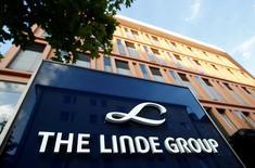 La sede de Linde Group en Múnich, Alemania. 15 de agosto de 2016. El grupo alemán de gas industrial Linde y la firma estadounidense Praxair pusieron fin a unas negociaciones de fusión que habrían creado un líder de ese mercado con un valor de más de 60.000 millones de dólares, dijeron las compañías el lunes, lo que llevó a un desplome de las acciones de Linde. REUTERS/Michaela Rehle