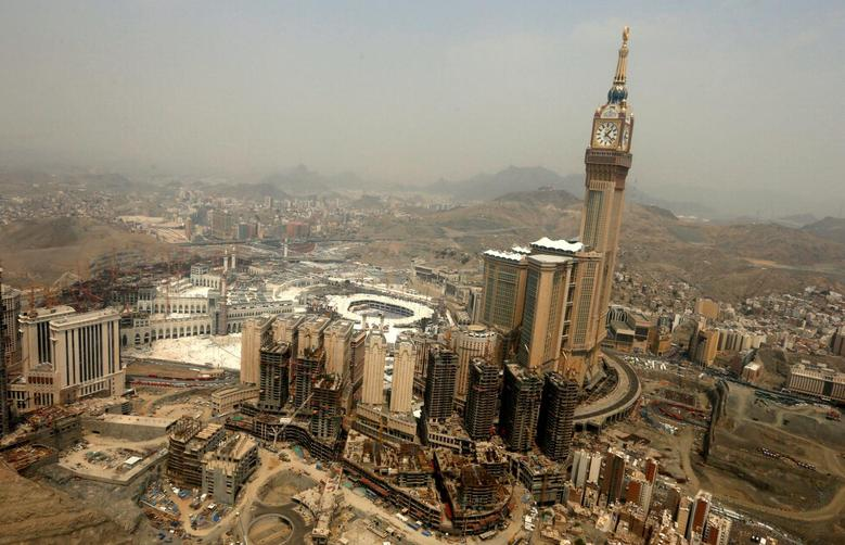 An aerial view of the Kaaba at the Grand mosque is seen in Mecca, Saudi Arabia September 6, 2016.  REUTERS/Ahmed Jadallah/File Photo