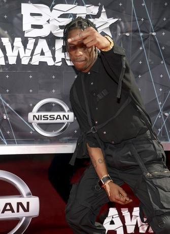 Hip hop artist Travis Scott gestures as he arrives at the 2015 BET Awards in Los Angeles, California June 28, 2015.  REUTERS/Phil McCarten