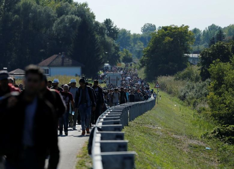 Migrants walk towards the Hungarian border after arriving at the train station in Botovo, Croatia September 23, 2015. Hungarian leader Viktor Orban said on Wednesday he would propose that European Union states pay more into the EU budget to help cope with the refugee crisis and that Greece should allow other countries to defend its borders to slow the influx. REUTERS/Antonio Bronic