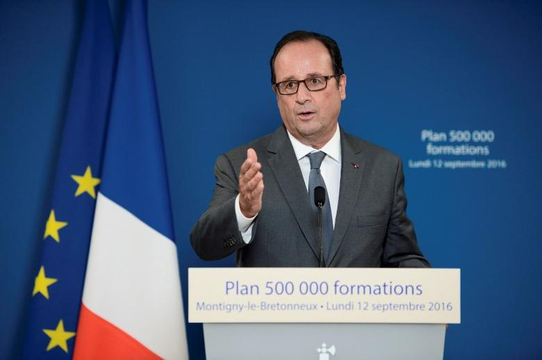 French President Francois Hollande delivers his speech visits the Institut de Formation Commerciale Permanente (Commercial Training Institute) in Paris, France, September 12, 2016.    REUTERS/Stephane De Sakutin/Pool