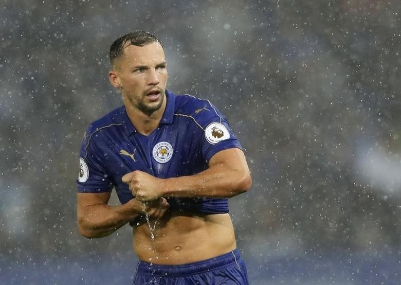 Leicester City's Danny Drinkwater wrings water from his shirtAction Images via Reuters / Carl RecineLivepic