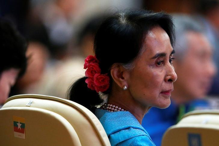 Myanmar leader Aung San Suu Kyi attends the ASEAN Summit gala dinner in Vientiane, Laos September 7, 2016. REUTERS/Jonathan Ernst