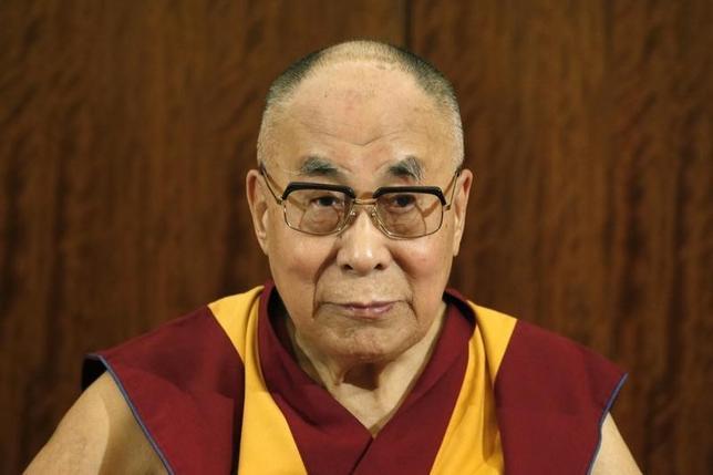 9月14日、中国は台湾に対し、チベット仏教の最高指導者ダライ・ラマ14世(写真)の訪問を認めないよう警告した。13日撮影(2016年 ロイター/Charles Platiau)
