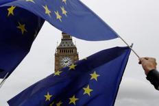 """""""Марш за Европу"""" в Лондоне против итогов голосования о Brexit. Решение Великобритании выйти из Европейского союза пока не привело к существенному замедлению на рынках, сказали в среду высокопоставленные представители сектора финансовых услуг.  REUTERS/Luke MacGregor"""