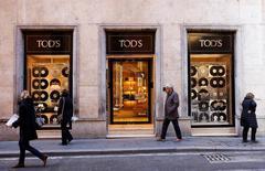 Le groupe de mode italien Tod's fait état mercredi d'un bénéfice opérationnel en recul de 16% au premier semestre, sous le coup d'un fléchissement de la demande en Chine et de la baisse des dépenses touristiques en Europe et aux Etats-Unis. /Photo prise le 10 février 2016/REUTERS/Tony Gentile