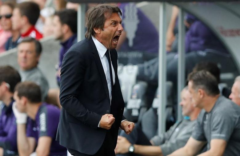 Britain Soccer Football - Swansea City v Chelsea - Premier League - Liberty Stadium - 11/9/16Chelsea manager Antonio Conte celebrates after Diego Costa scored their first goal Action Images via Reuters / Carl Recine